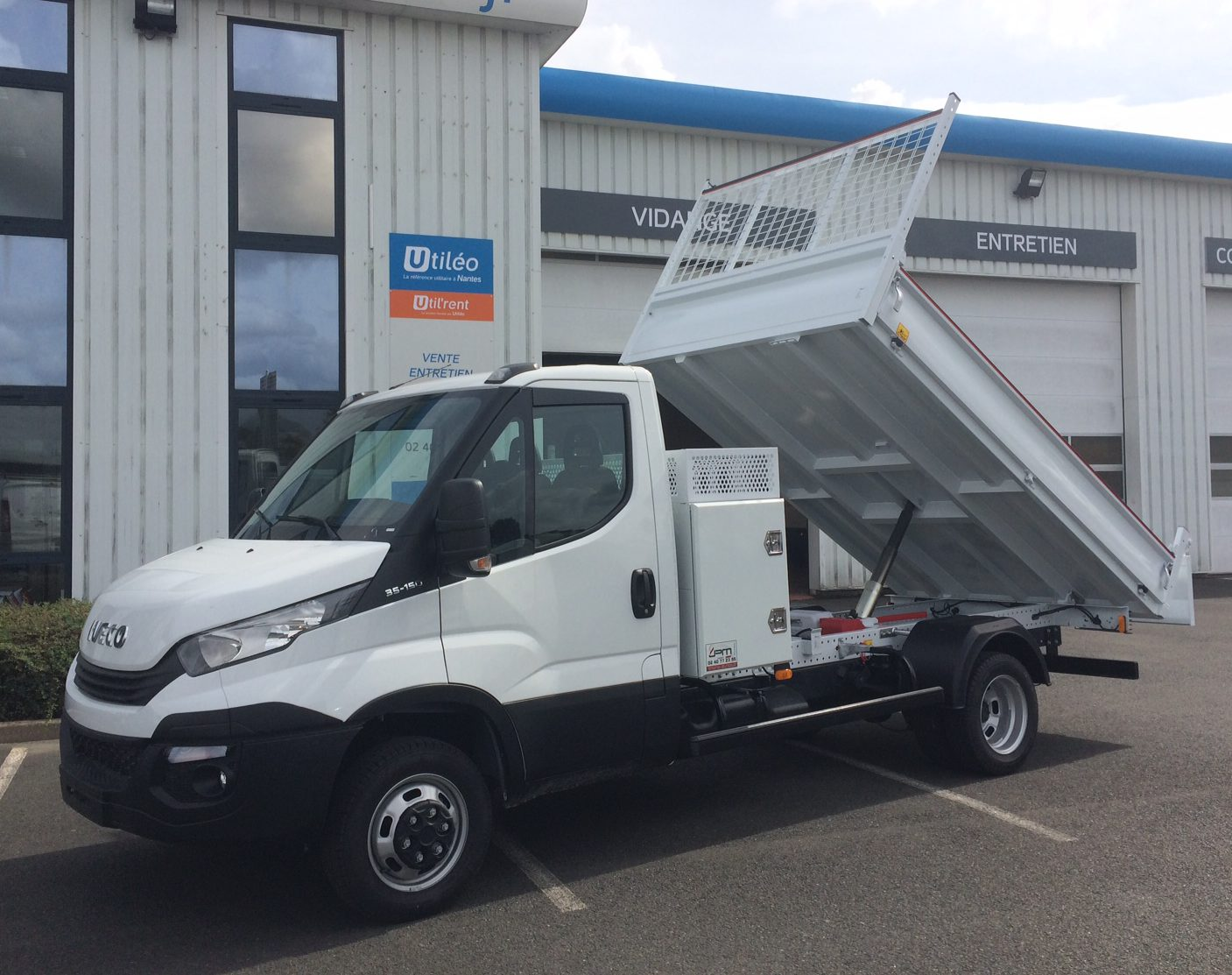 IVECO DAILY CCB 35C15 EMPATTEMENT 3750 TOR benne coffre jpm