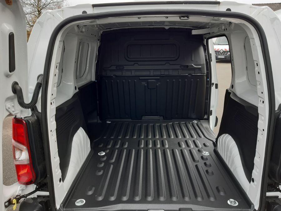 Location d'un utilitaire fourgonnette - Peugeot Partner L1H1-L2H1 3m3 - Vue 5