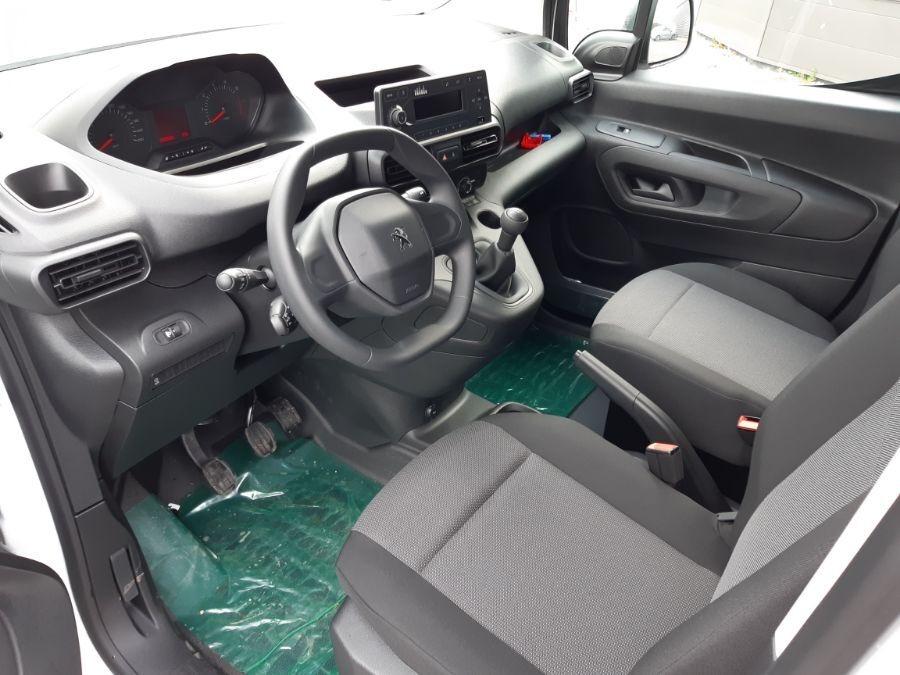 Location d'un utilitaire fourgonnette - Peugeot Partner L1H1-L2H1 3m3 - Vue 6