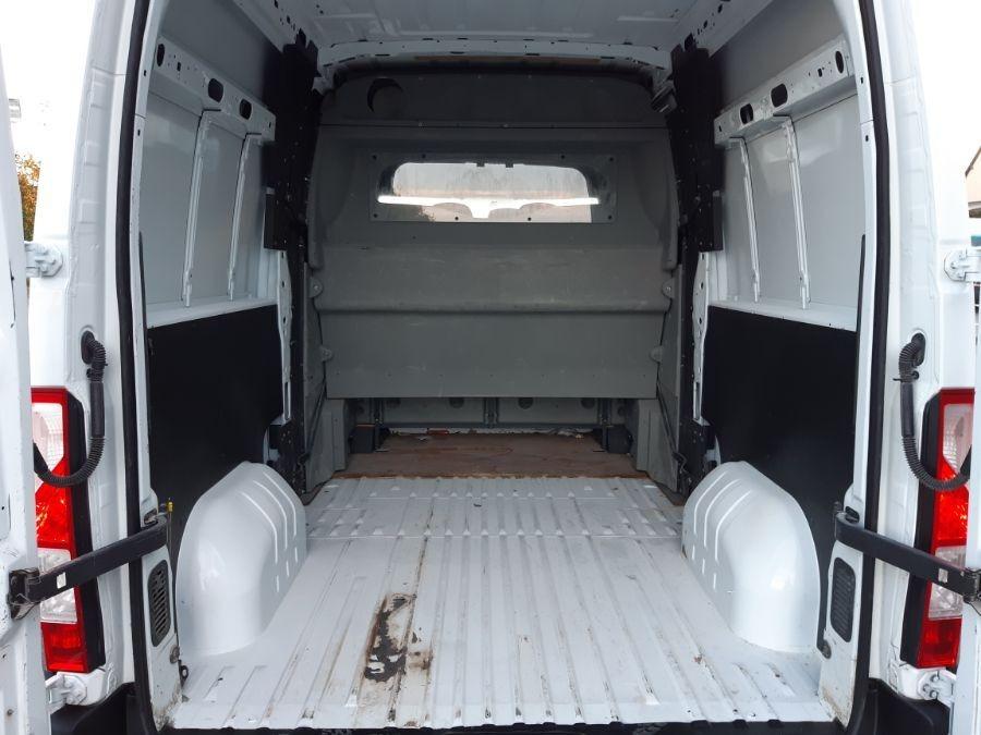 Location d'un fourgon double cabine - Renault Master L2H2 DC - Vue5