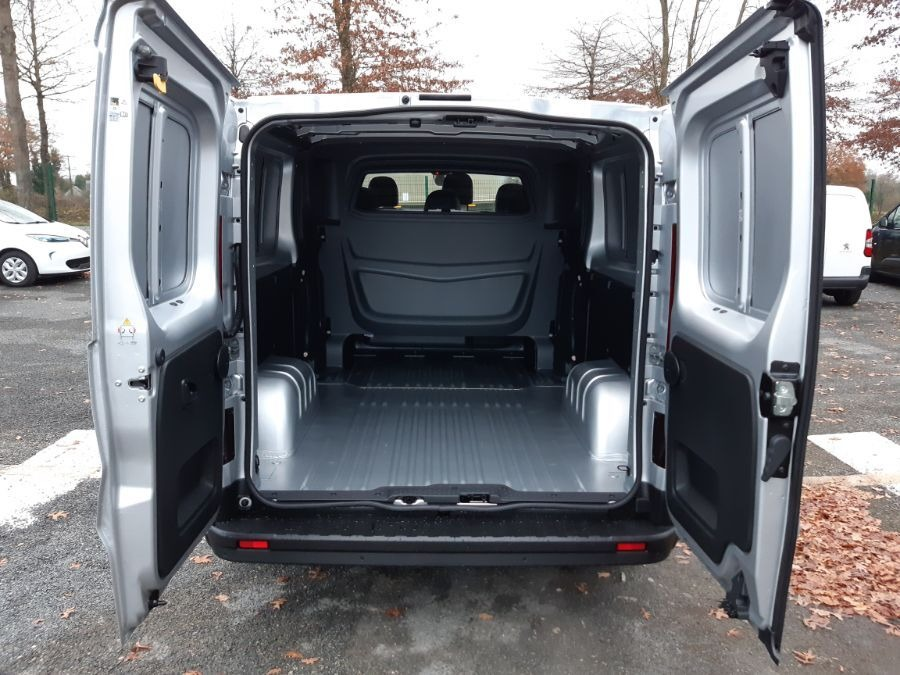 Location d'un fourgon double cabine - Renault Trafic CAB APP - Vue5