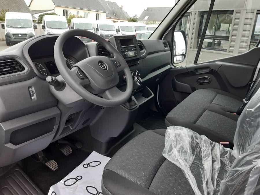 Location d'un utilitaire benne - Opel Movano benne et coffre - Vue6