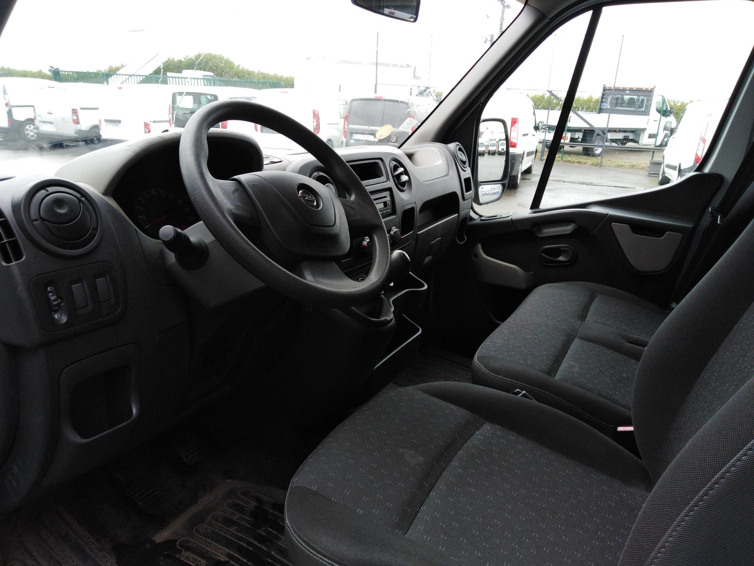 Location d'un utilitaire fourgon à caisse grand volume - Opel Movano 20m3 - Vue5