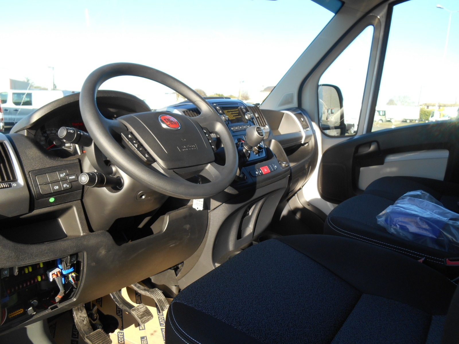 Location d'un utilitaire fourgon à caisse grand volume bâché - Fiat Ducato PLSC - Vue7