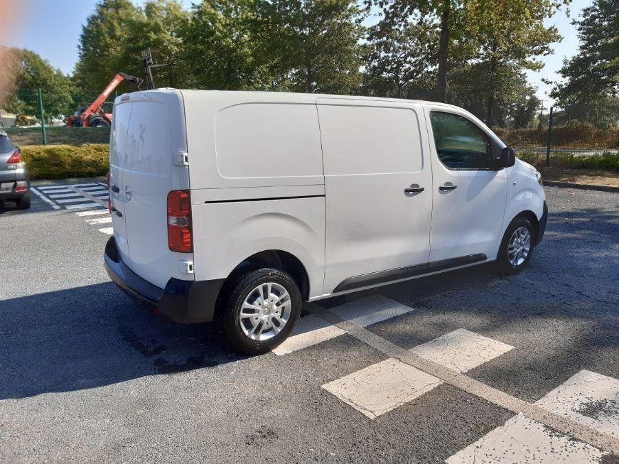 Location d'un utilitaire fourgon compact - Opel Vivaro L3 5m3 - Vue3