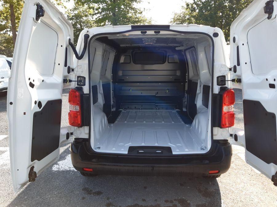 Location d'un utilitaire fourgon compact - Opel Vivaro L3 5m3 - Vue5