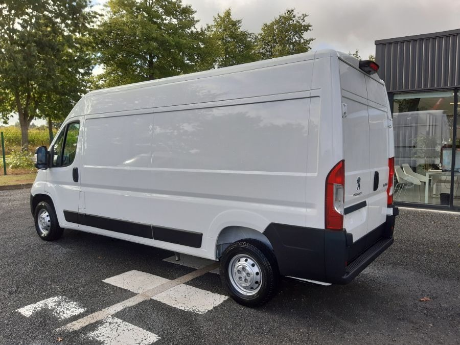 Location d'un utilitaire fourgon maxi surélevé - Peugeot Boxer L3H2 13m3 - Vue4