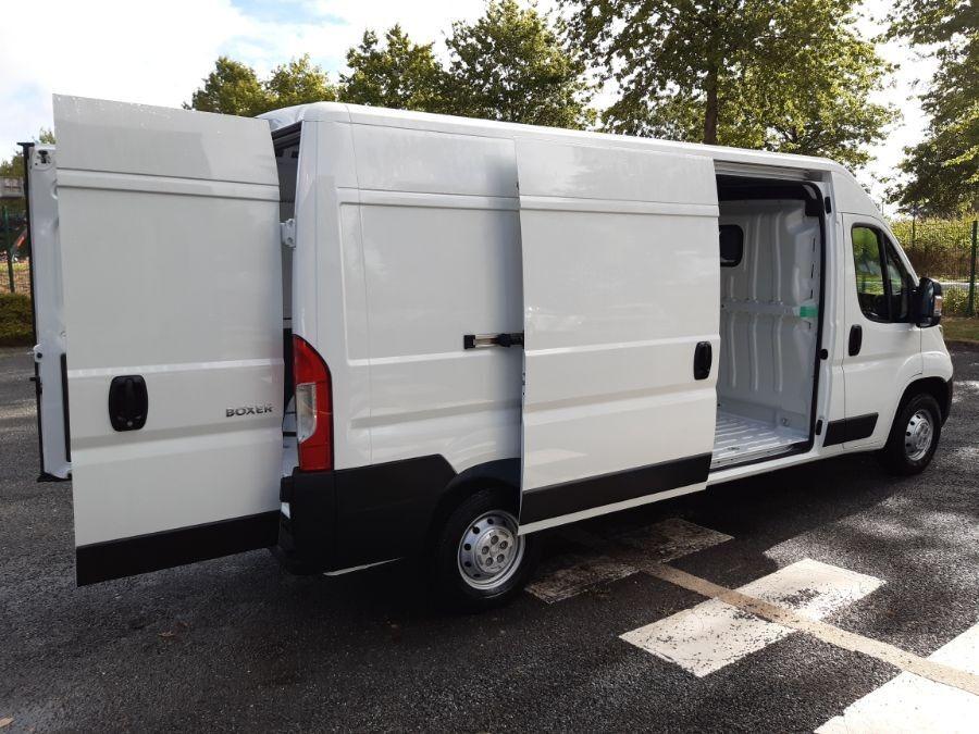 Location d'un utilitaire fourgon maxi surélevé - Peugeot Boxer L3H2 13m3 - Vue5