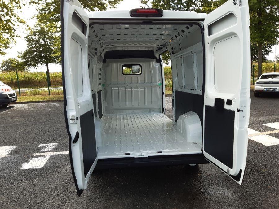 Location d'un utilitaire fourgon maxi surélevé - Peugeot Boxer L3H2 13m3 - Vue6