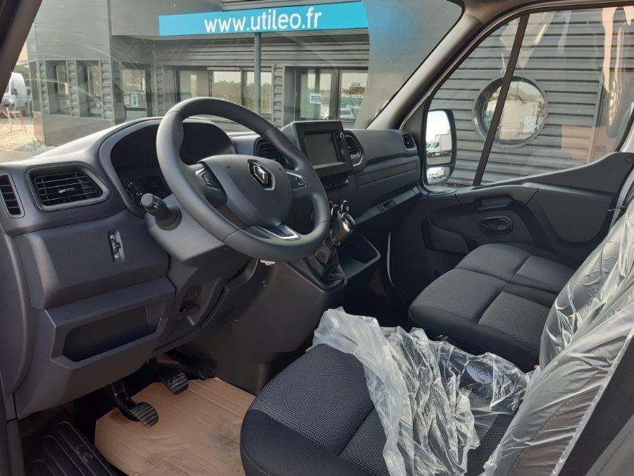 Location d'un utilitaire fourgon maxi surélevé - Renault Master L2H2 10m3 - Vue6