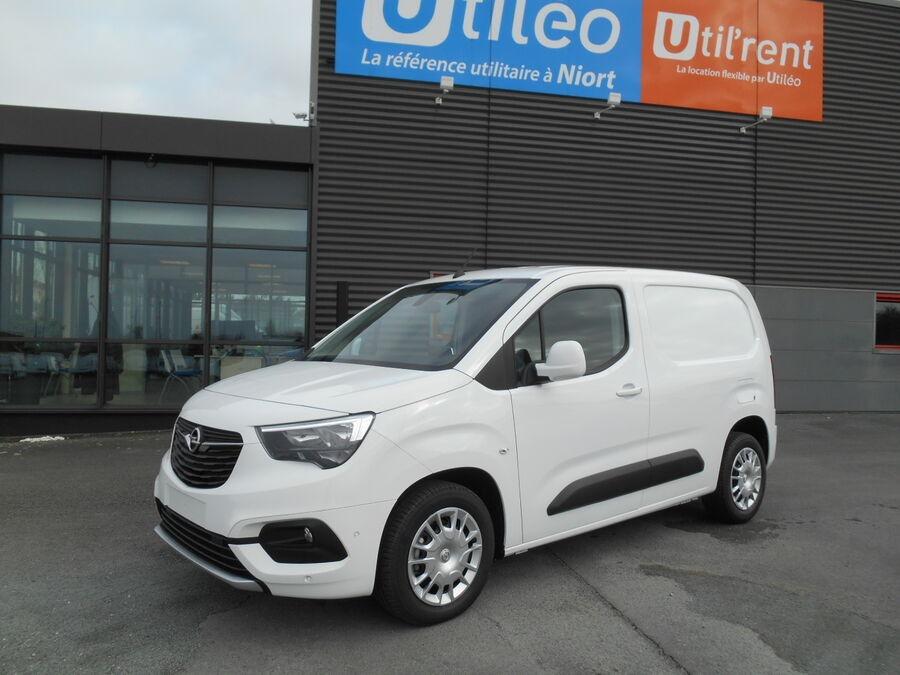 Location d'un utilitaire fourgonnette - Opel Combo L1H1-L2H1 3m3 - Vue1