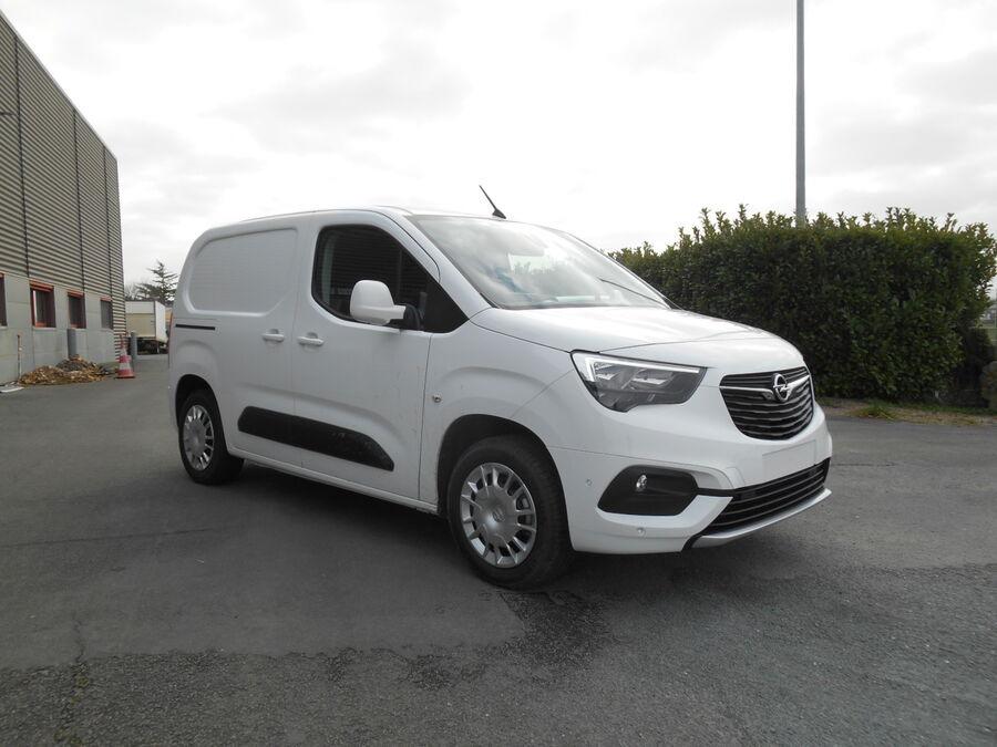 Location d'un utilitaire fourgonnette - Opel Combo L1H1-L2H1 3m3 - Vue2