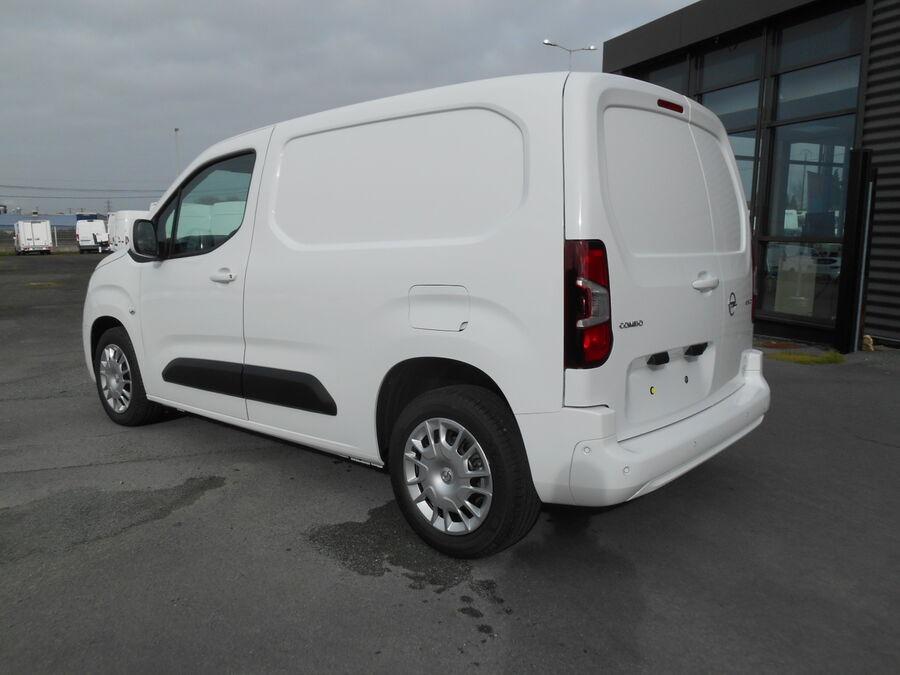 Location d'un utilitaire fourgonnette - Opel Combo L1H1-L2H1 3m3 - Vue4