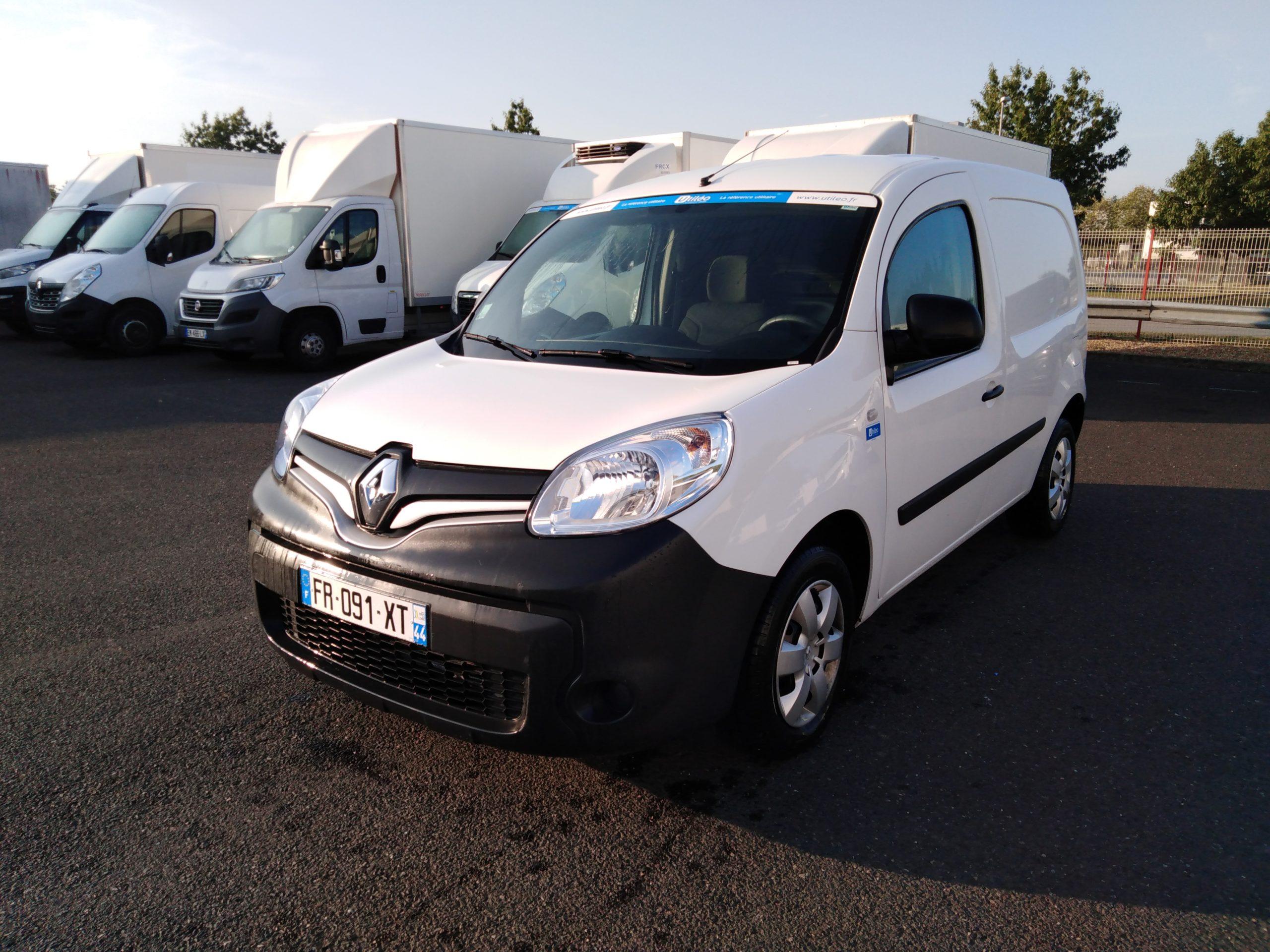 Location d'un utilitaire fourgonnette - Renault Kangoo L1H1-L2H1 3m3 - Vue1