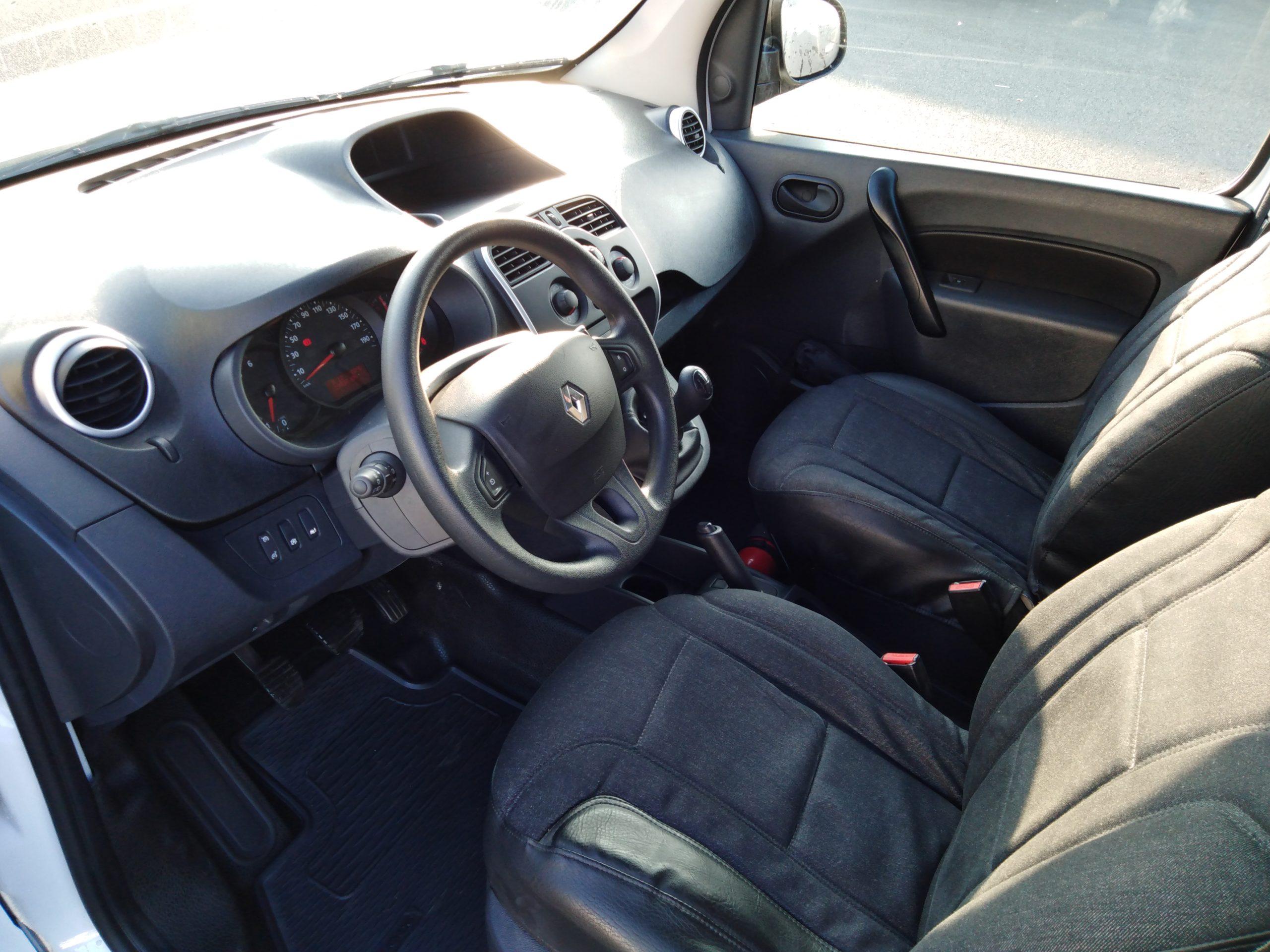 Location d'un utilitaire fourgonnette - Renault Kangoo L1H1-L2H1 3m3 - Vue4