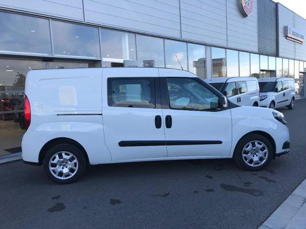 Location d'un utilitaire fourgonnette double cabine - Fiat Doblo -Vue2