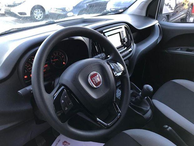 Location d'un utilitaire fourgonnette double cabine - Fiat Doblo -Vue8