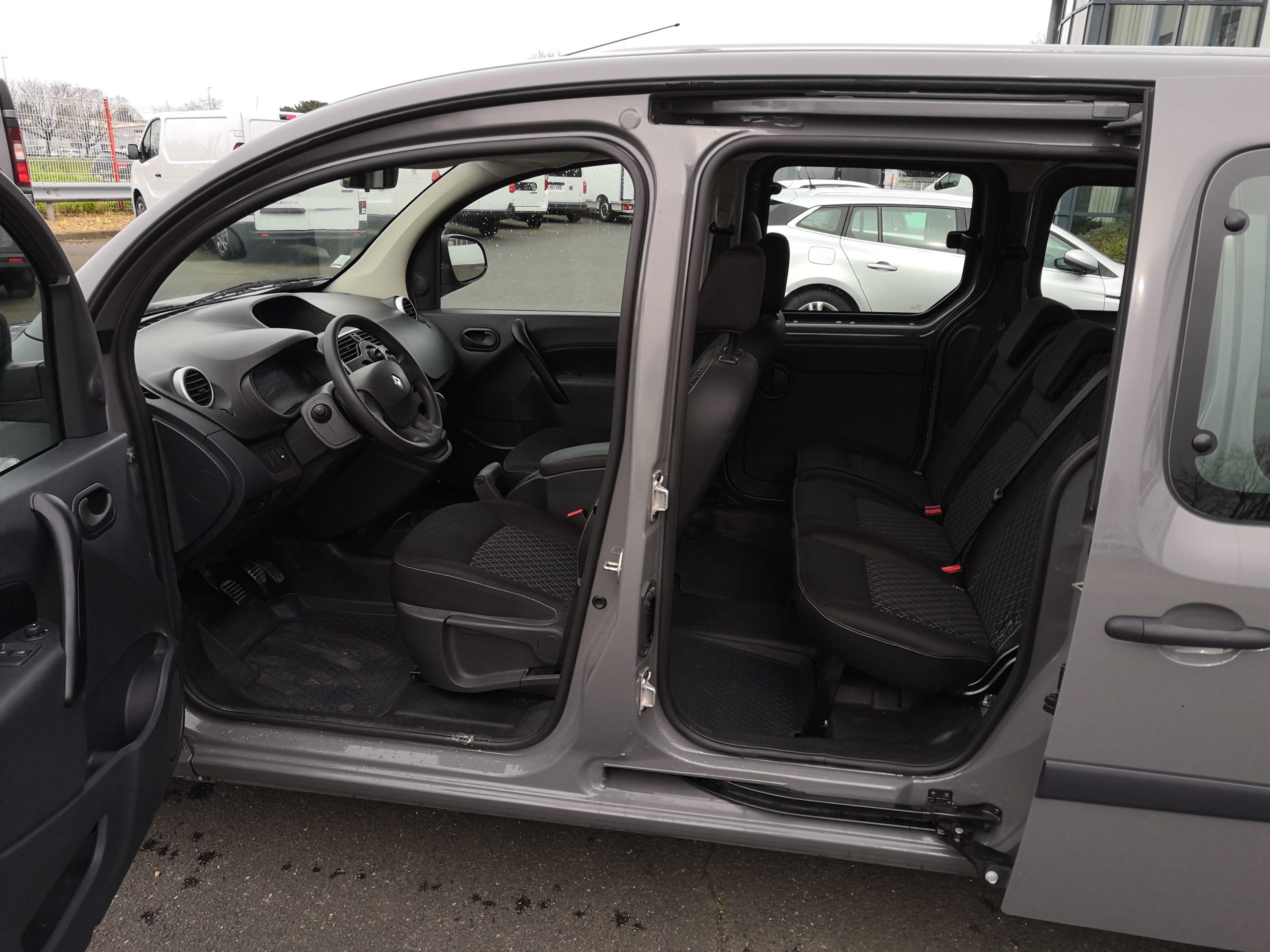 Location d'un utilitaire fourgonnette double cabine - Renault Kangoo -Vue3