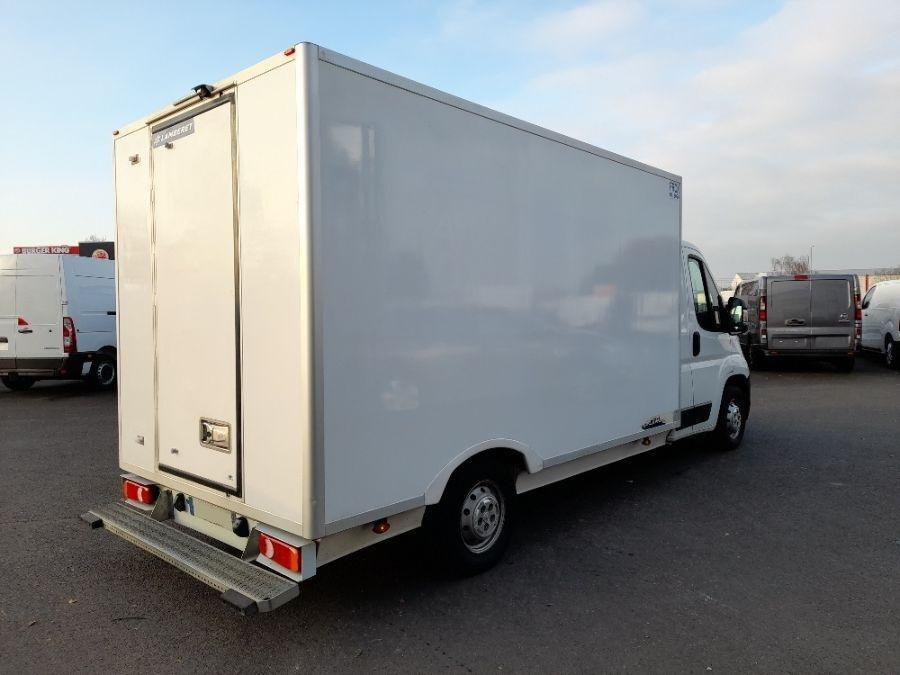 Location d'un utilitaire frigorifique - Peugeot Boxer - Vue3