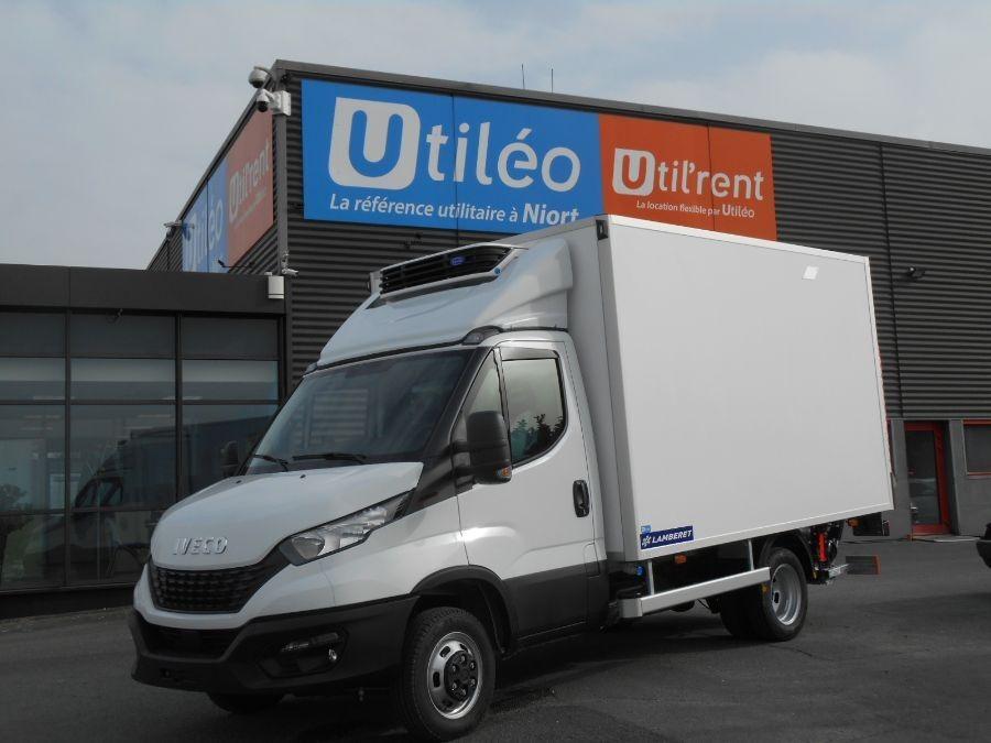 Location d'un utilitaire frigorifique plancher cabine-Iveco Daily-Vue1
