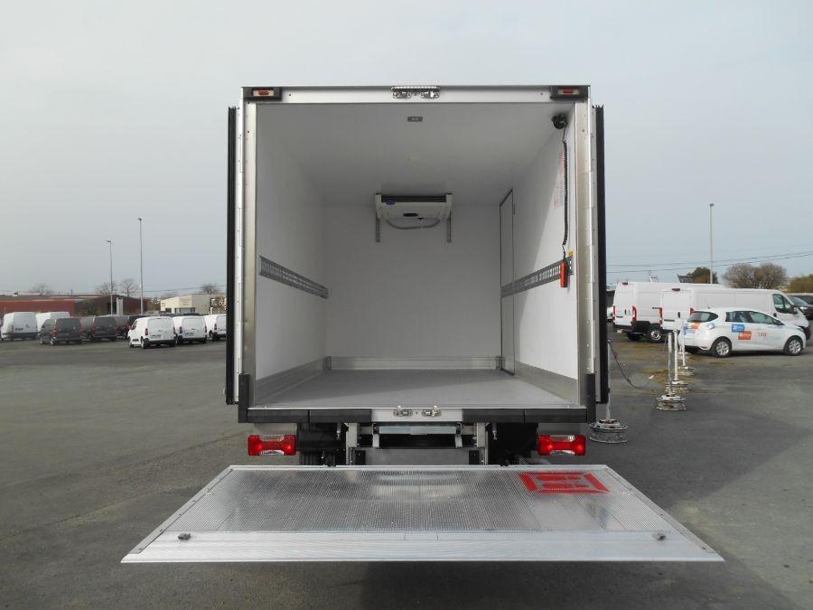 Location d'un utilitaire frigorifique plancher cabine-Iveco Daily-Vue3