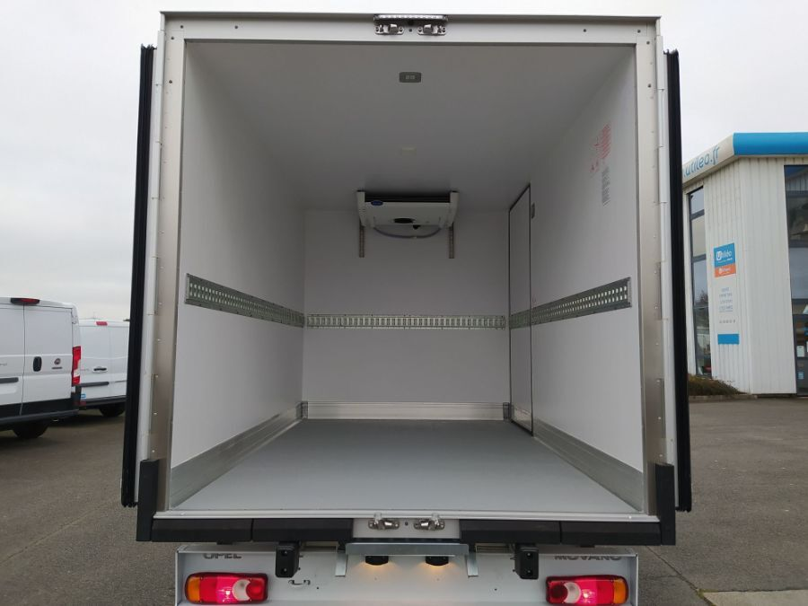 Location d'un utilitaire frigorifique plancher cabine - Opel Movano - Vue5