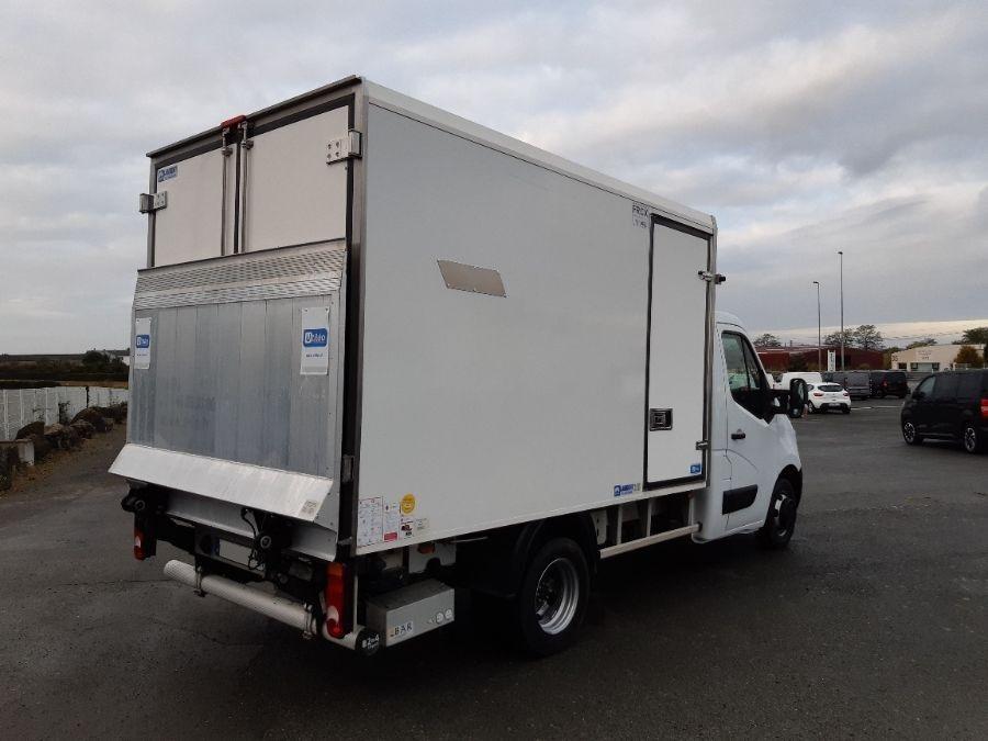 Location d'un utilitaire frigorifique plancher cabine-Renault Master -Vue3