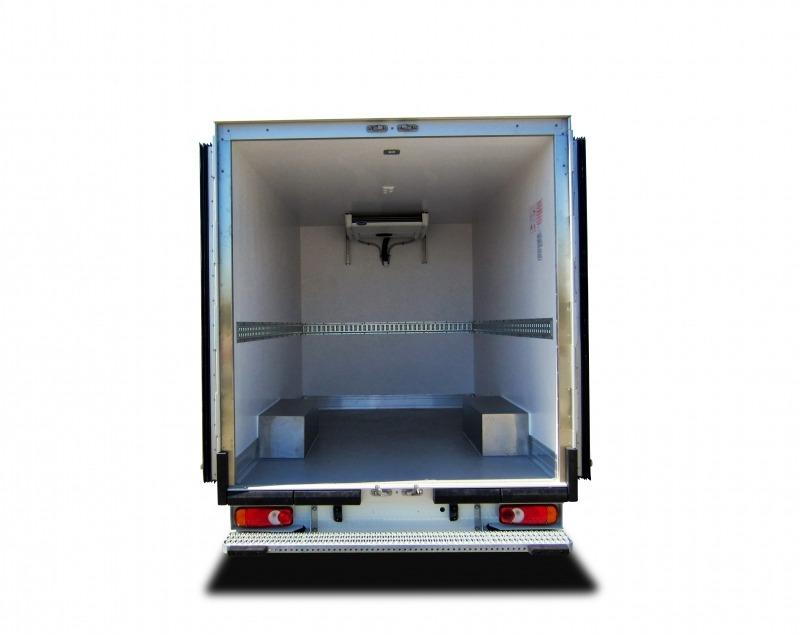 Location d'un utilitaire frigorifique plancher cabine - Renault Master - Vue3