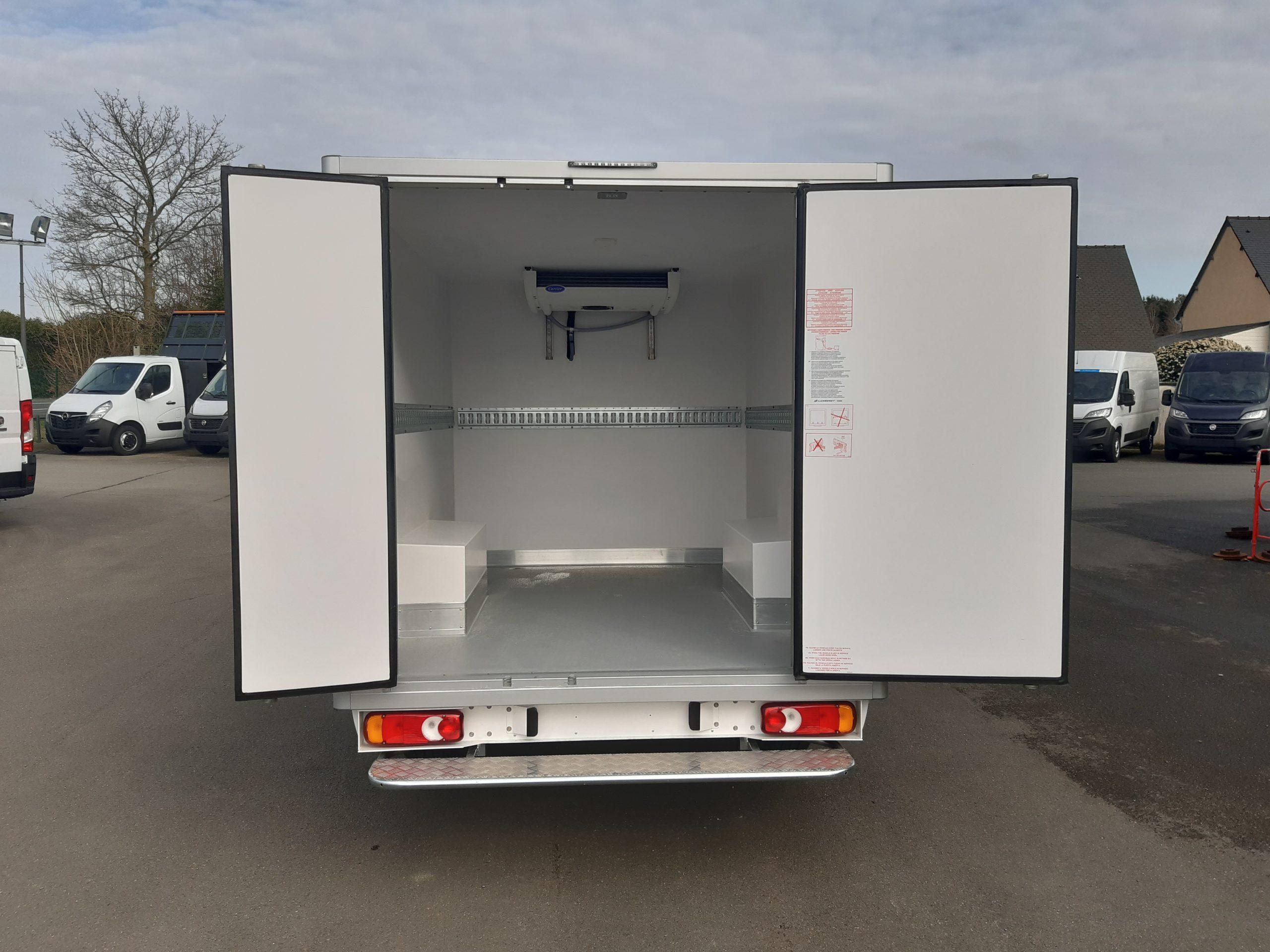 Location d'un utilitaire frigorifique plancher cabine - Vue6