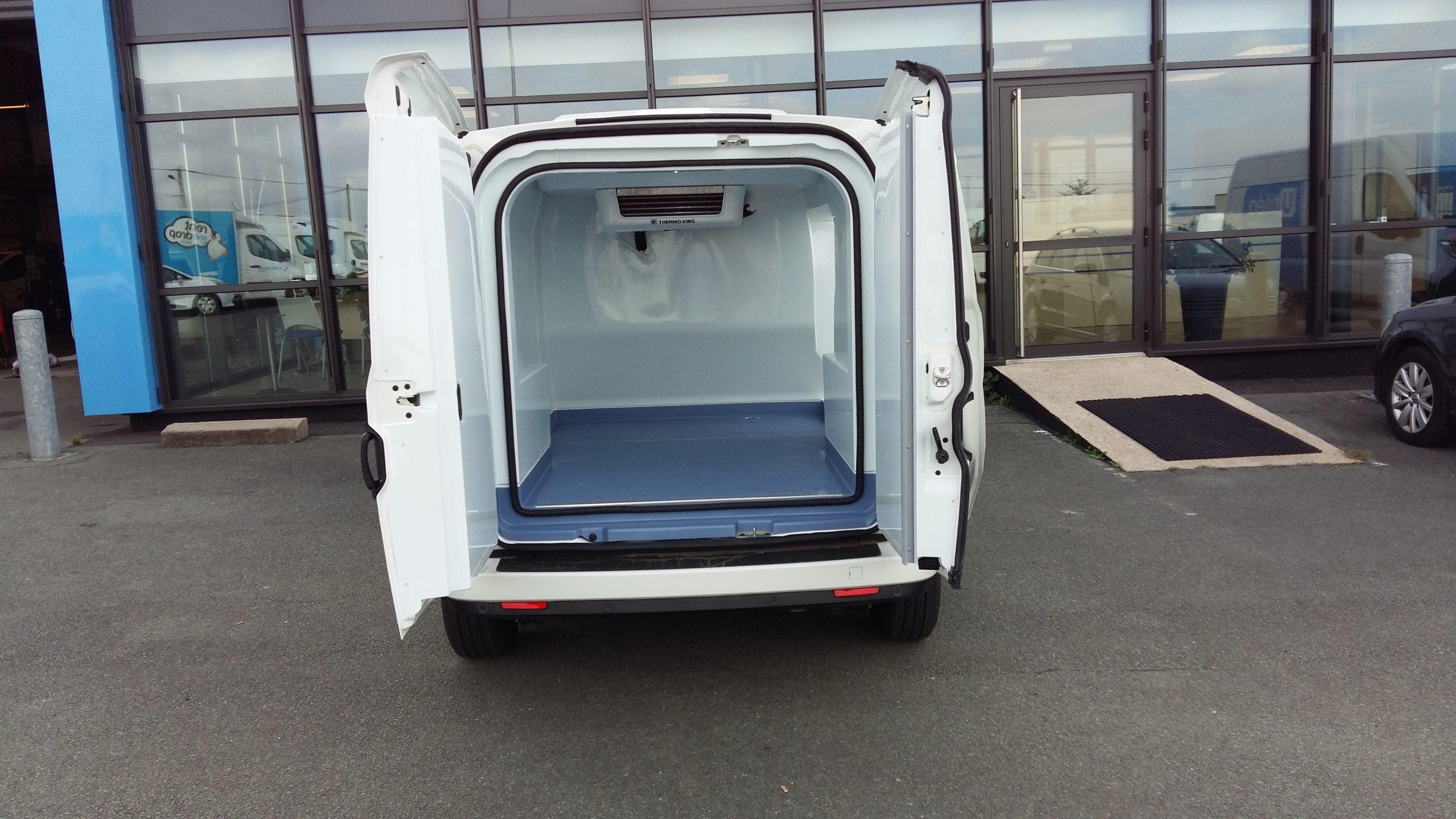 Location d'un utilitaire frigorifique tôlé 3m3 - Fiat Doblo Maxi Frigo - Vue4