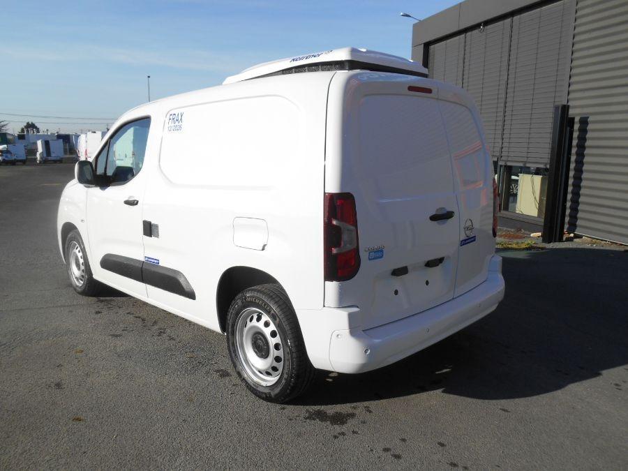 Location d'un utilitaire frigorifique tôlé 3m3 - Opel Combo Cargo Frigo - Vue3