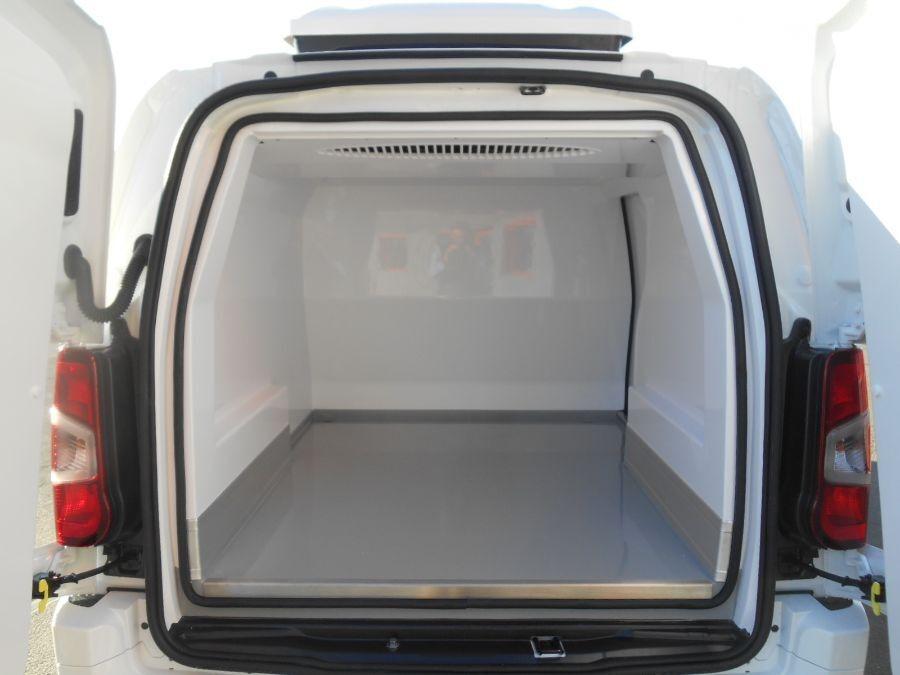 Location d'un utilitaire frigorifique tôlé 3m3 - Opel Combo Cargo Frigo - Vue6