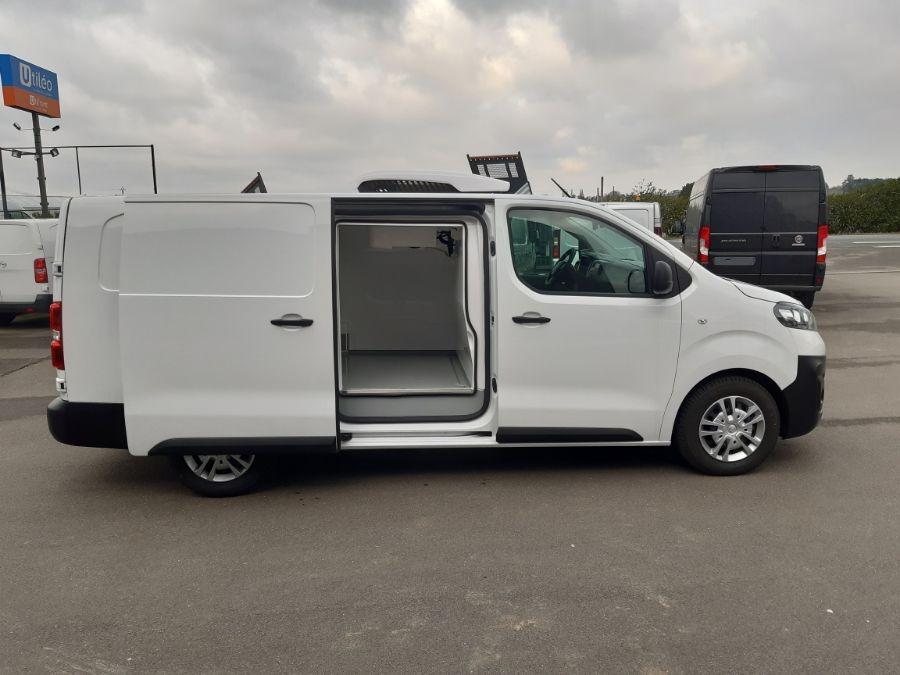 Location d'un utilitaire frigorifique tôlé 4 à 6m3 - Opel Vivaro Frigo - Vue3