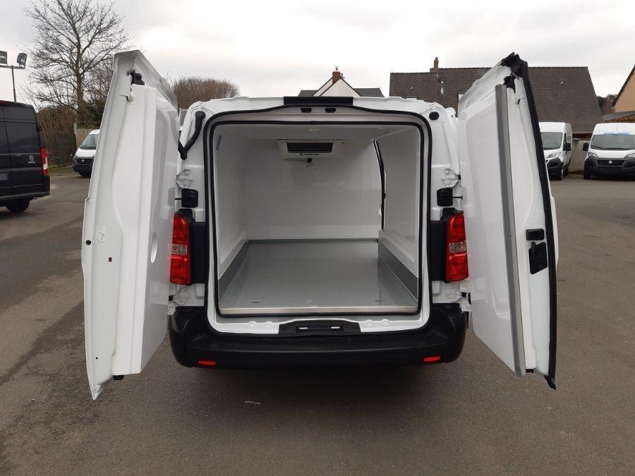 Location d'un utilitaire frigorifique tôlé 4 à 6m3 - Opel Vivaro Frigo - Vue4