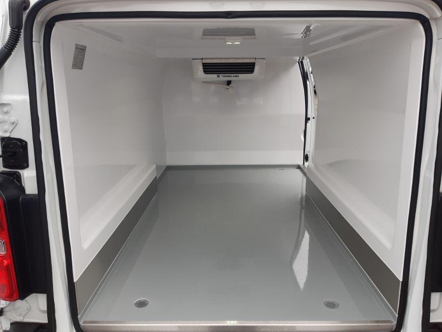 Location d'un utilitaire frigorifique tôlé 4 à 6m3 - Opel Vivaro Frigo - Vue5