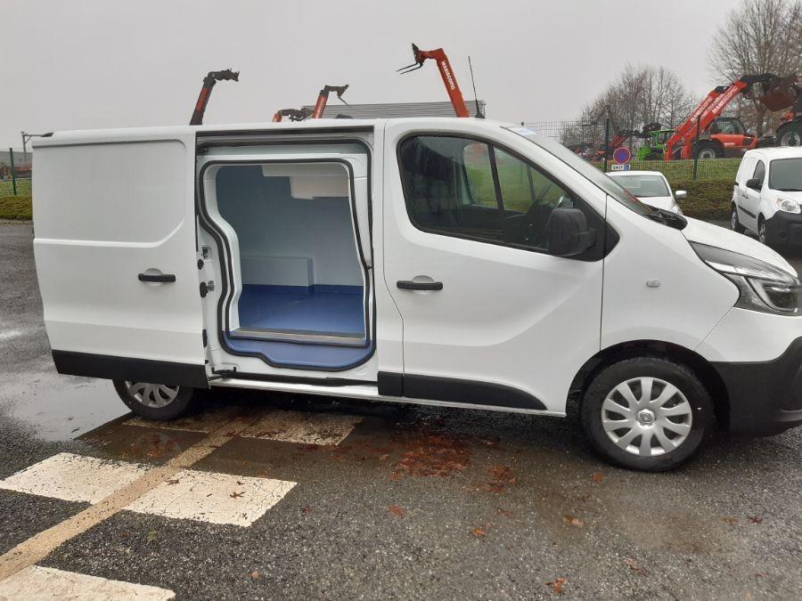 Location d'un utilitaire frigorifique tôlé 4 à 6m3 - Renault Trafic - Vue5