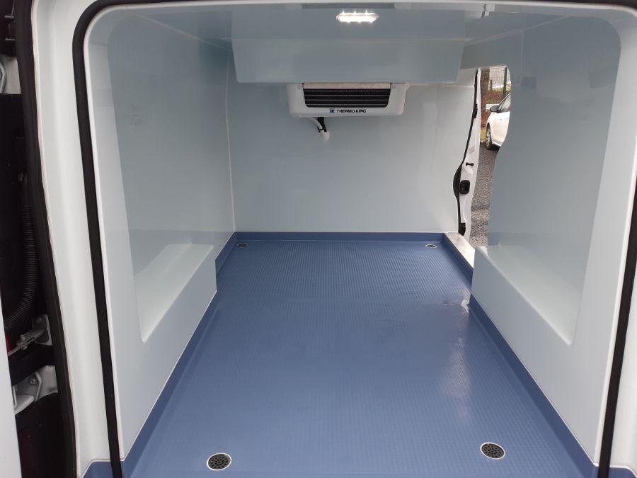 Location d'un utilitaire frigorifique tôlé 4 à 6m3 - Renault Trafic - Vue7