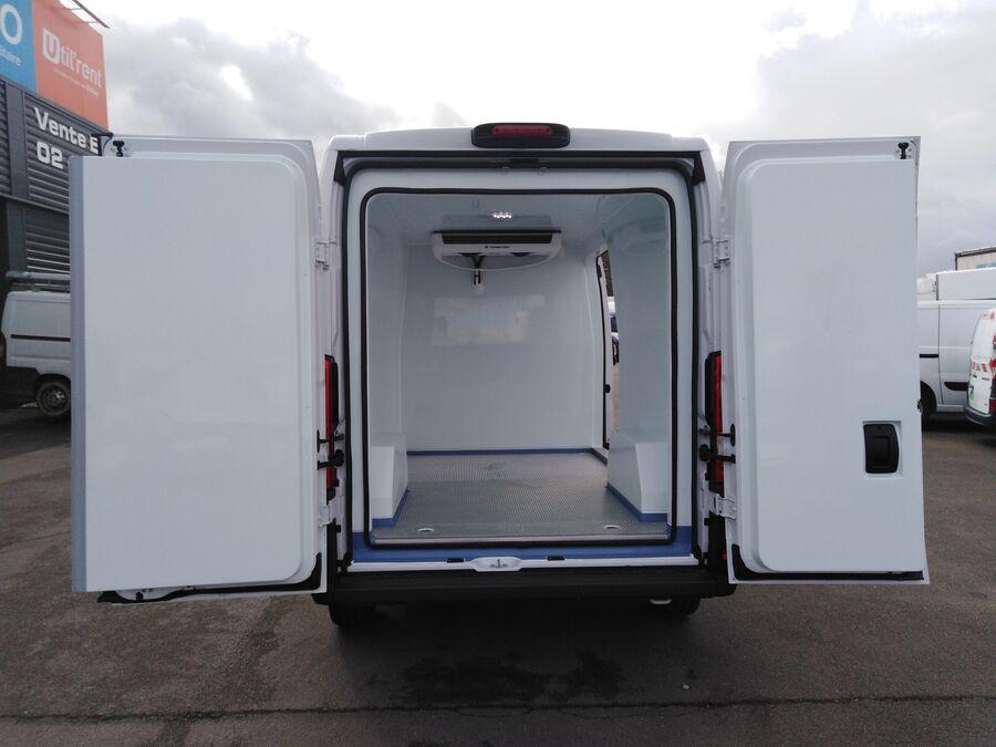 Location d'un utilitaire frigorifique tôlé 9à11m3 - Fiat Ducato MH2 - Vue6
