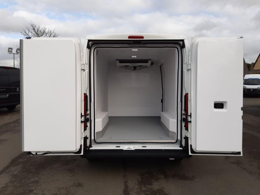 Location d'un utilitaire frigorifique tôlé - Peugeot Boxer L2H2 - Vue4