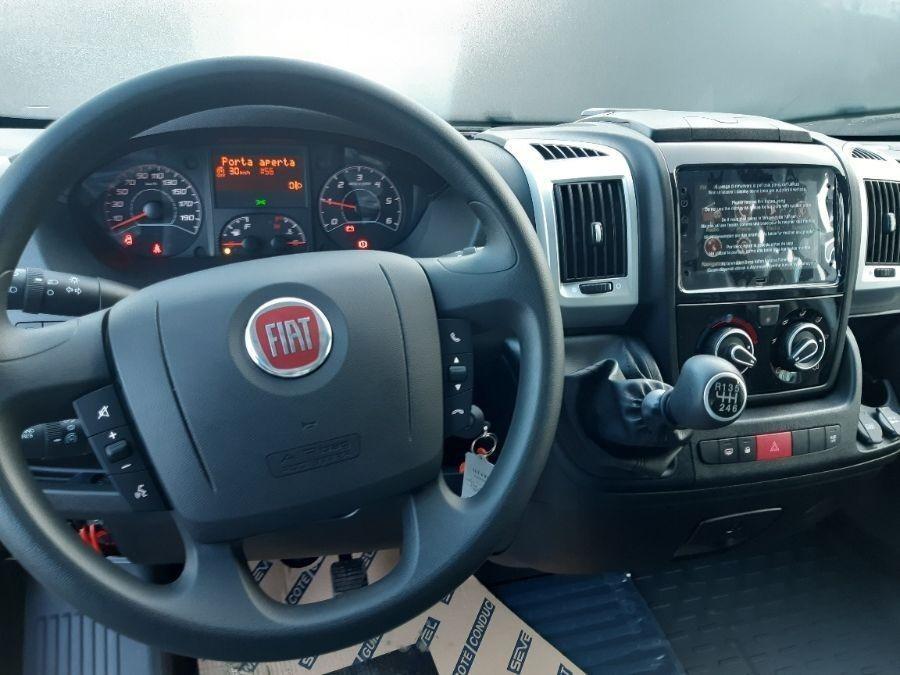 Location d'un utilitaire grand volume - Fiat Ducato CCB 20m3 Hayon - Vue 2
