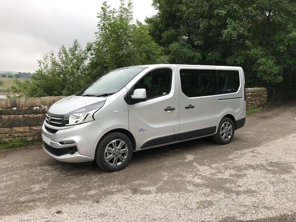 Location d'un utilitaire minibus - Fiat Talento 9 places - Vue1