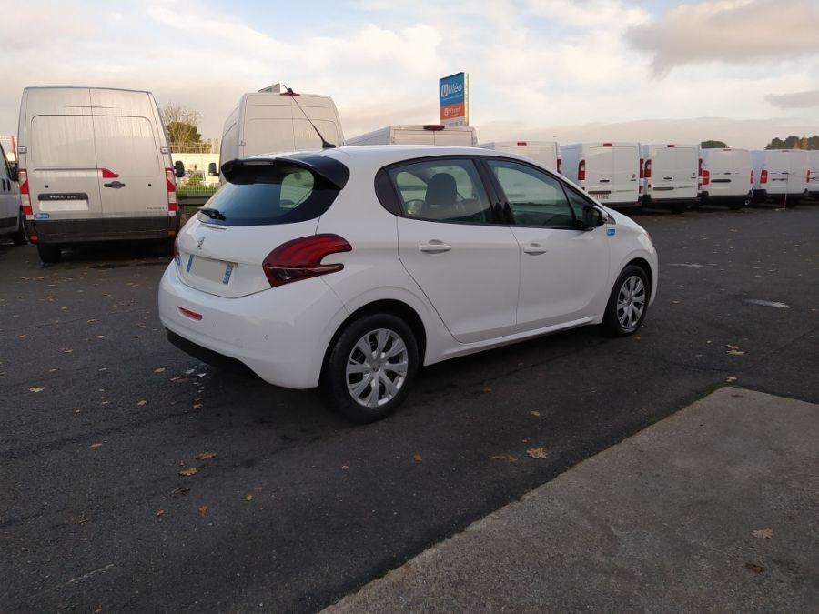 Location d'un véhicule de société - Peugeot 208 2 Places - Vue3
