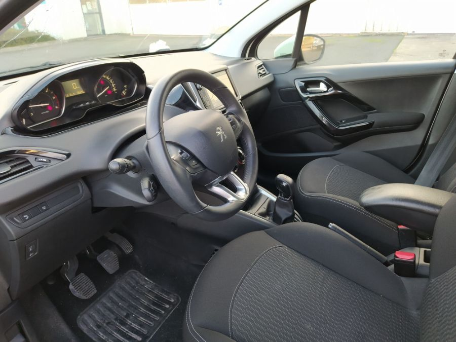 Location d'un véhicule de société - Peugeot 208 2 Places - Vue6