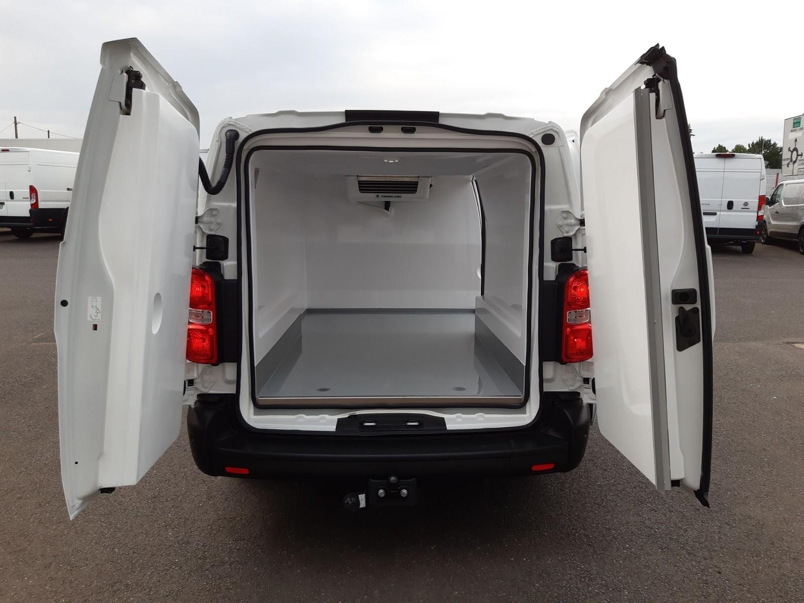 Location longue durée d'un fourgon compact frigorifique - Opel Vivaro L3 PACK BUSINESS - Vue3