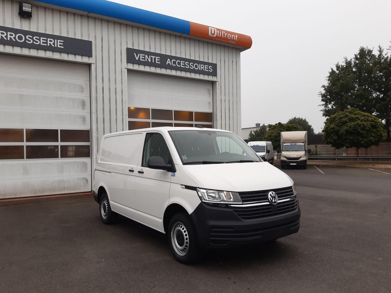 Arrivage d'un fourgon compact Volkswagen Transporter 6.1 disponible en location longue durée - Vue1
