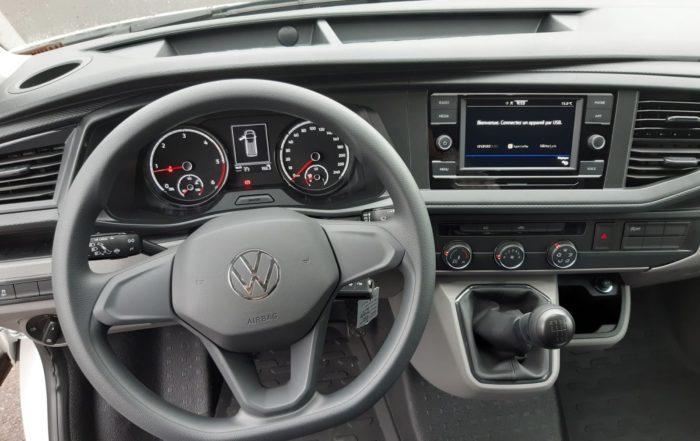 Arrivage d'un fourgon compact Volkswagen Transporter 6.1 disponible en location longue durée - Vue3