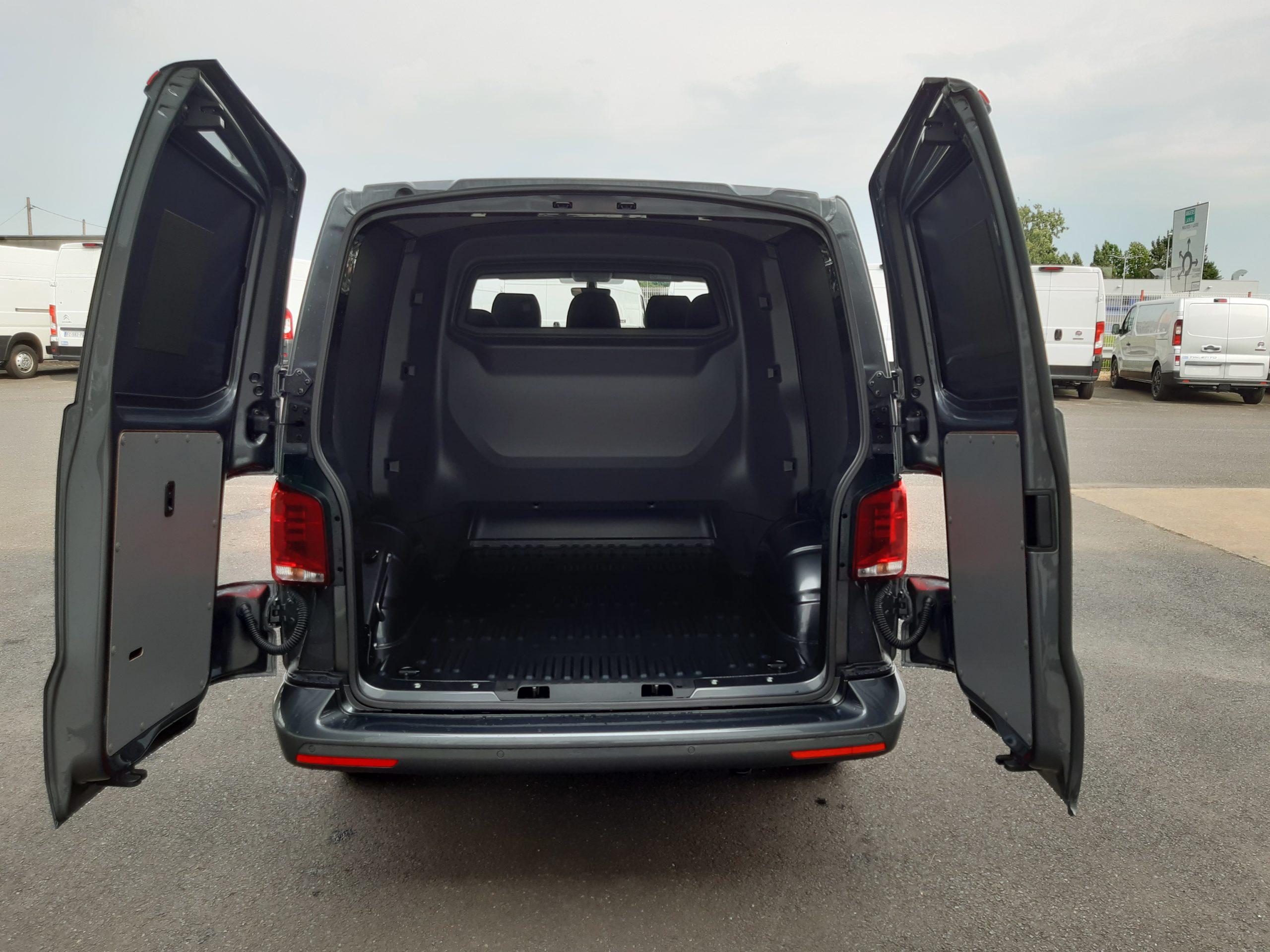 Location d'un fourgon compact double cabine - Volkswagen T6-1 Cabine APP - Vue6