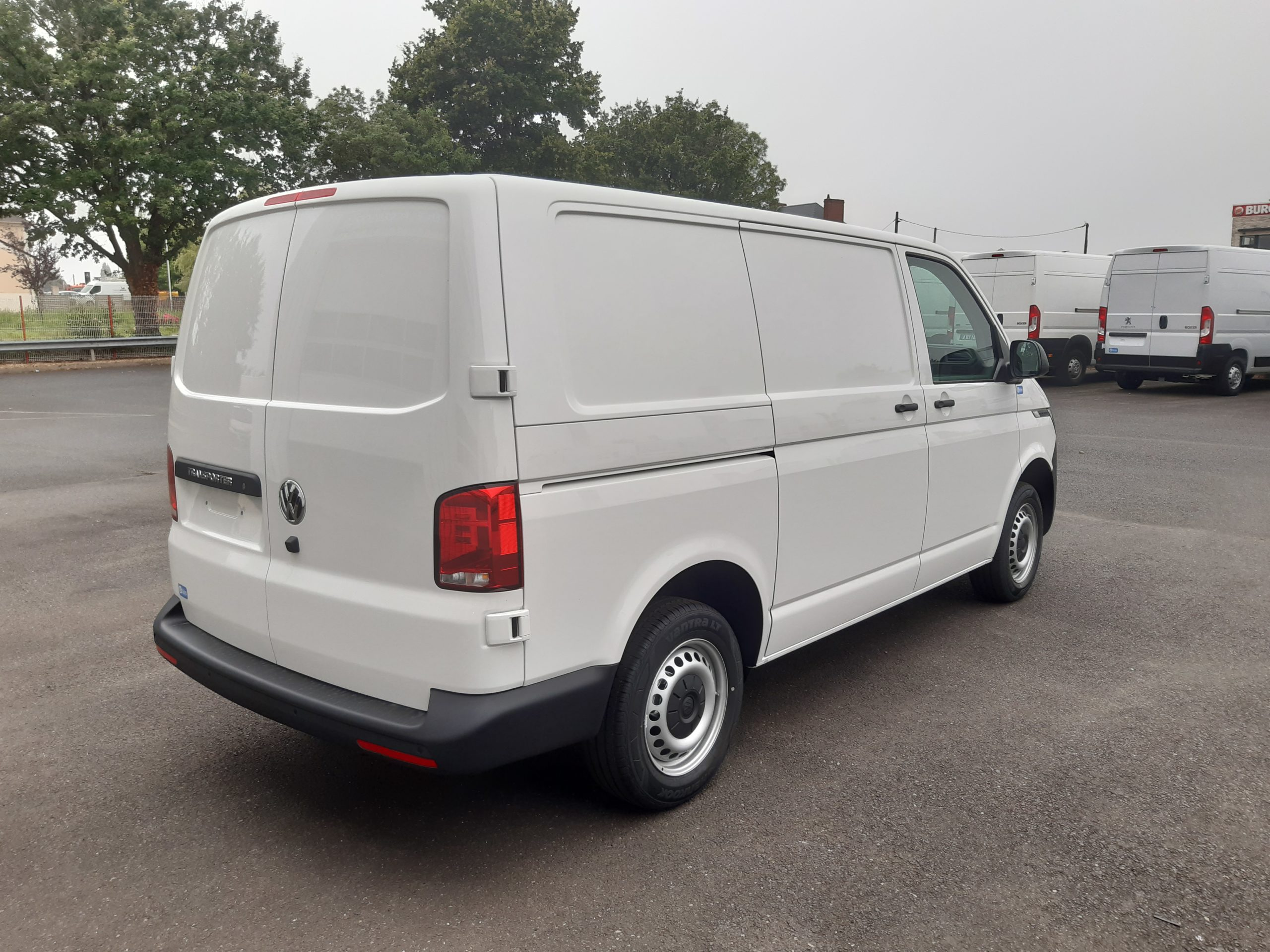 Location d'un fourgon compact double cabine - Volkswagen Transporter T6-1 - Vue4