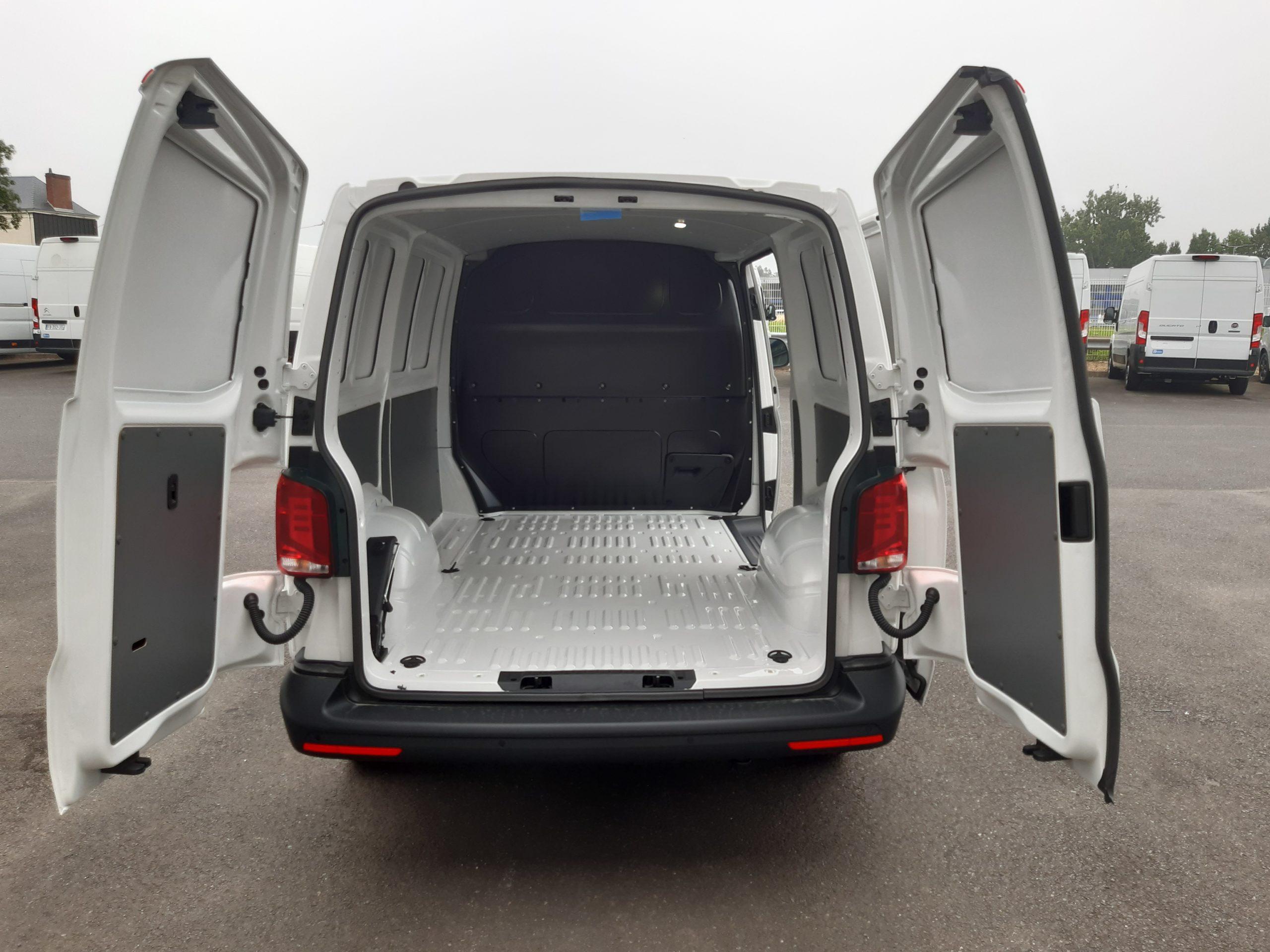 Location d'un fourgon compact double cabine - Volkswagen Transporter T6-1 - Vue6