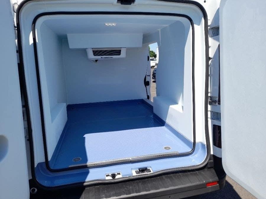 Location d'un fourgon compact frigorifique pour un poissonnier à Bordeaux en Gironde (33) - Fiat Talento CH1 FRCX - Vue2
